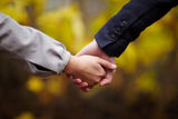 romance-couple-holding-hands-fall-11829203