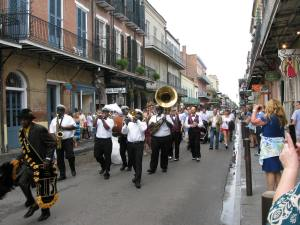 A wedding parade on Chartres.
